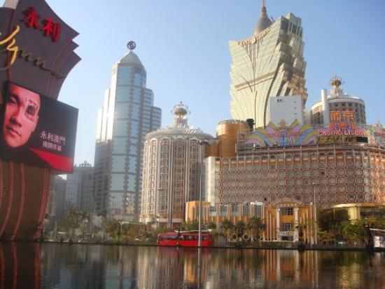 Macau casino revenues down in August 2014