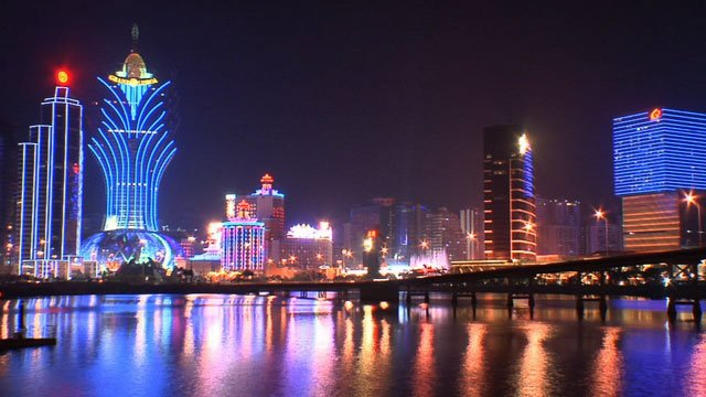 Macau revenue slump 2014