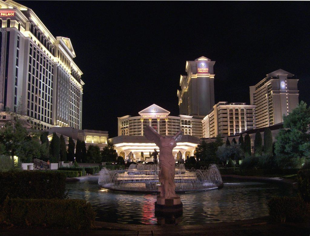 Caesars junior bondholders fight restructuring