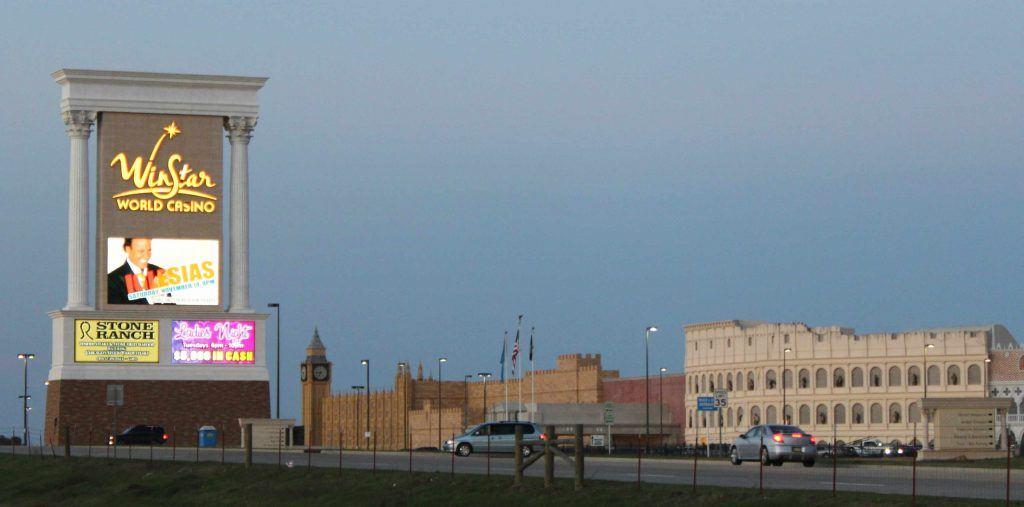 How far is winstar casino from dallas texas
