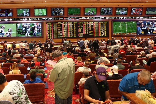 college football sports betting Las Vegas sportsbooks