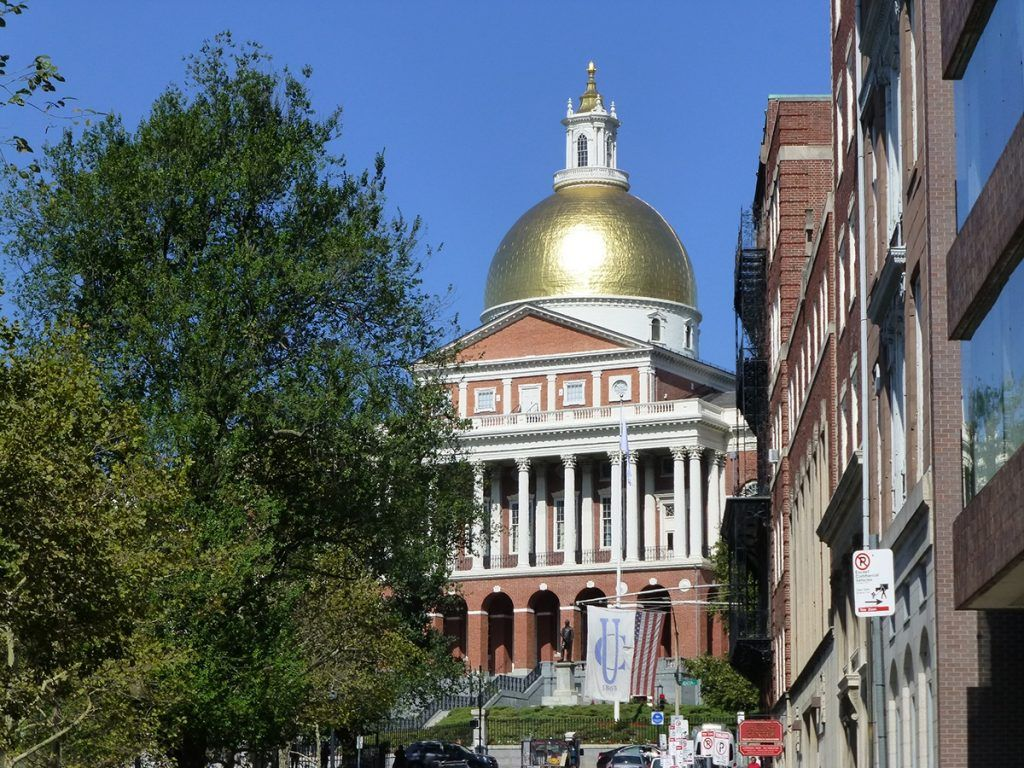 Massachusetts Legislature online gambling DFS