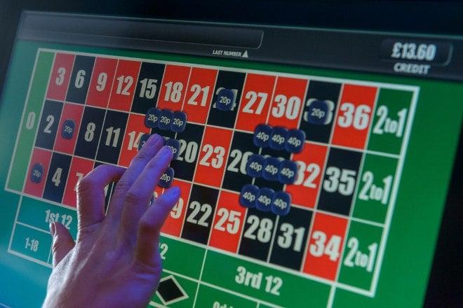 Politicians call for FOBT odds-slash
