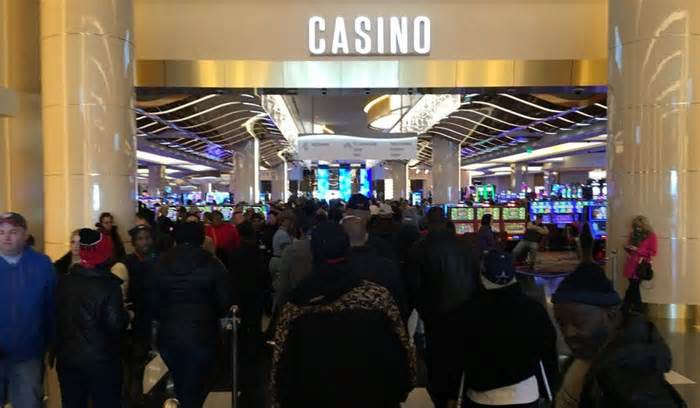 MGM National Harbor opens