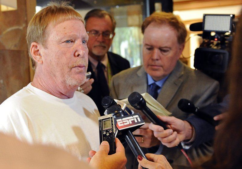 Oakland Raiders Mark Davis Sheldon Adelson