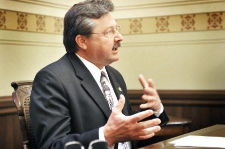 State Senator Mike Kowall's online gambling bill approved by Senate committee.