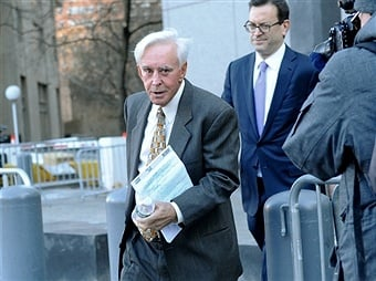 Gambler Billy Walters leaves court