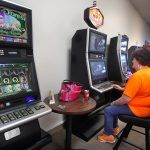 Illinois Gambling Operators Sue State Over Profit-Sharing Regulations