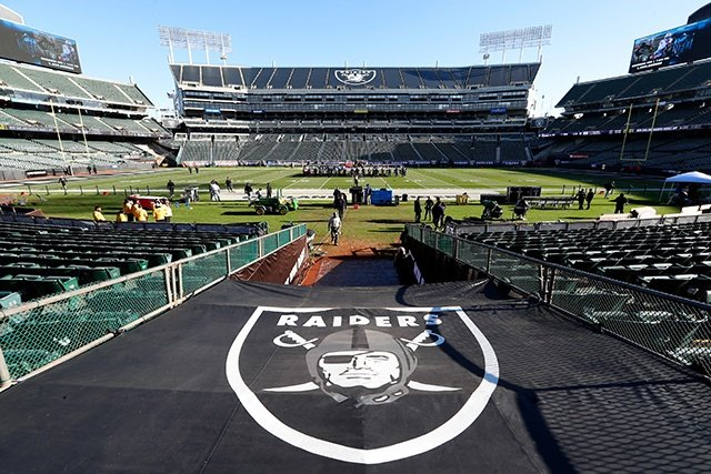 Oakland Raiders Negotiating Coliseum Lease Extension In