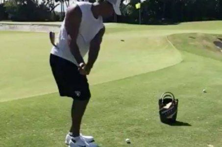 Tiger Woods chipping video