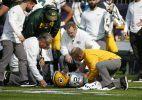 Aaron Rodgers injures collarbone