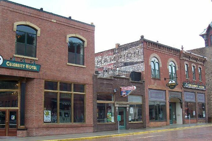Deadwood Celebrity Hotel