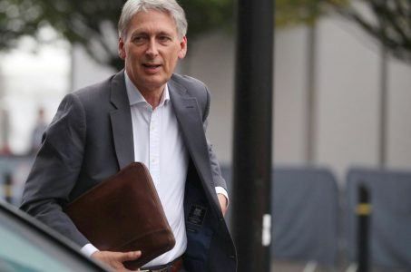 Philip Hammond supports FOBT crackdown on betting industry