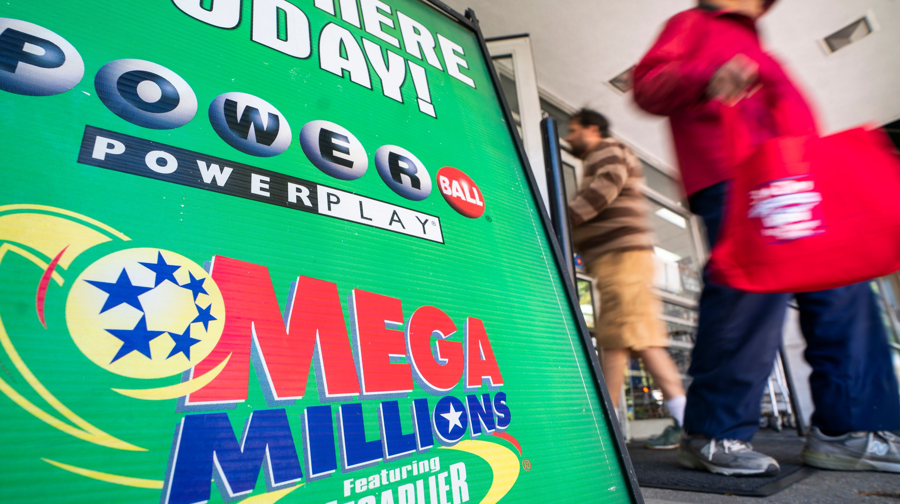 Resultado de imagem para $1.5 billion on tickets in a multistate lottery in early 2012.