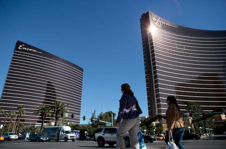 gaming analyst casino stocks Wynn