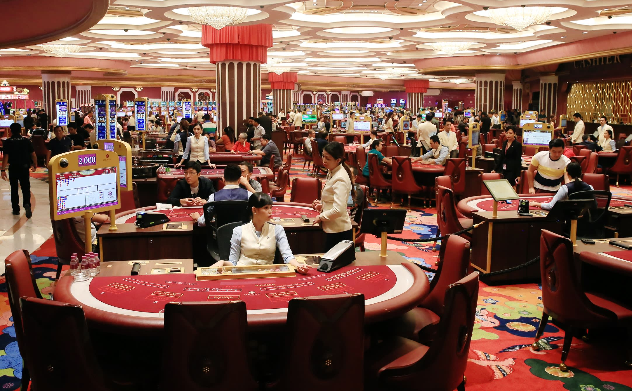 Macau casinos employee bonus