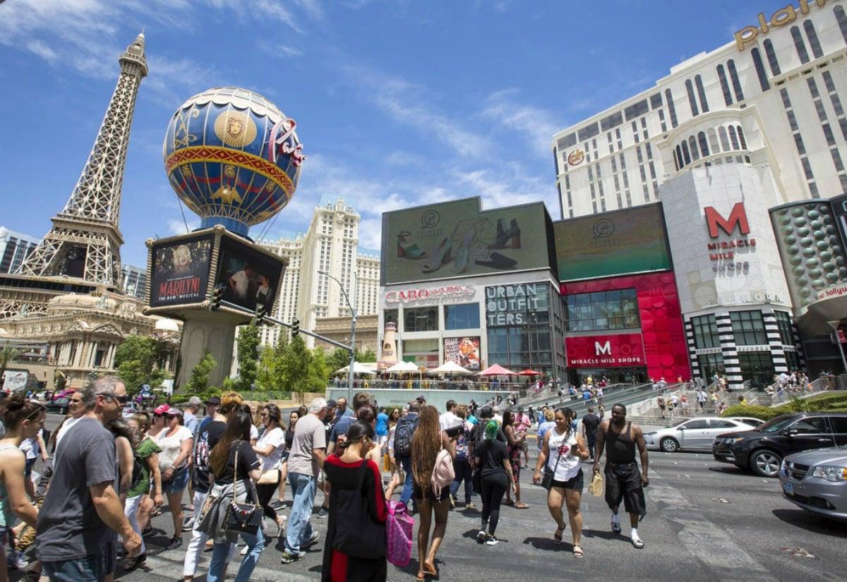 commercial casinos Las Vegas revenue
