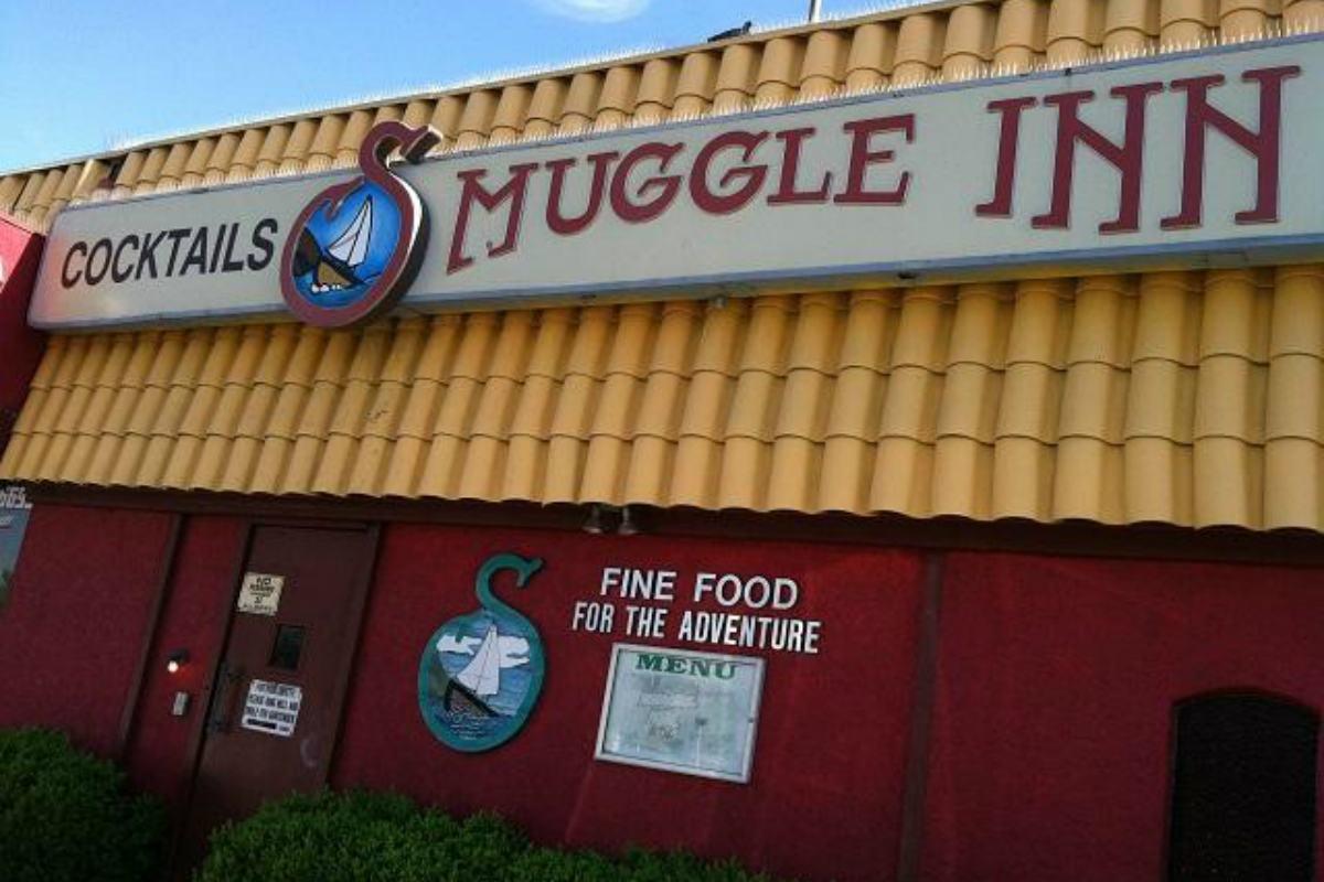 Las Vegas dive bar tavern gaming