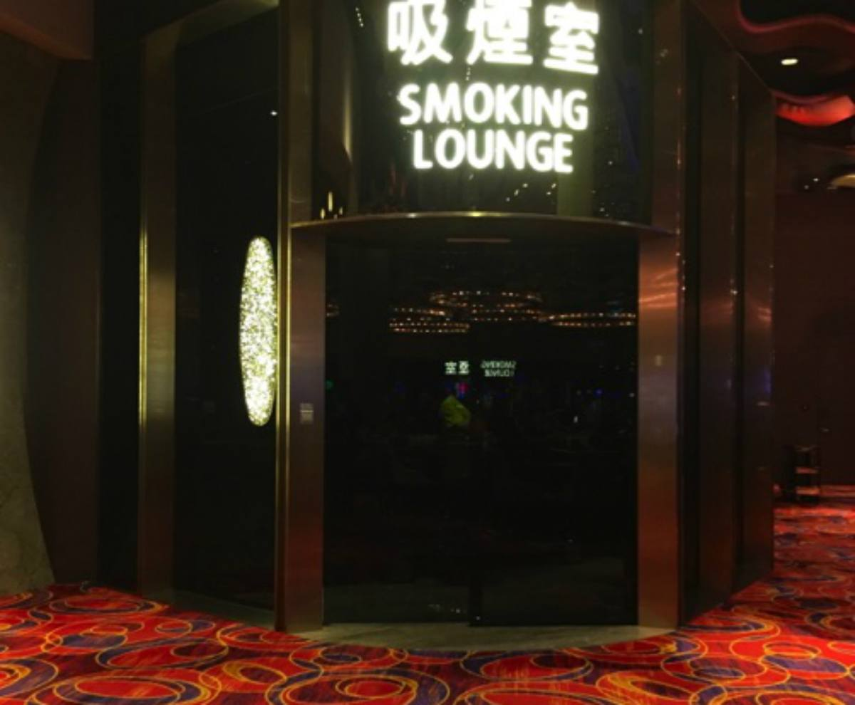 Macau casino smoking lounge GGR