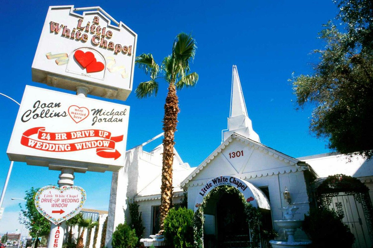 Las Vegas wedding Little White Chapel