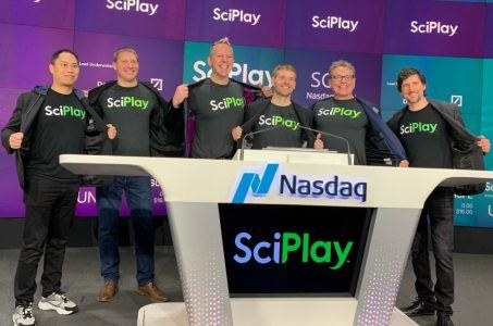 SciPlay stock Scientific Games Q1