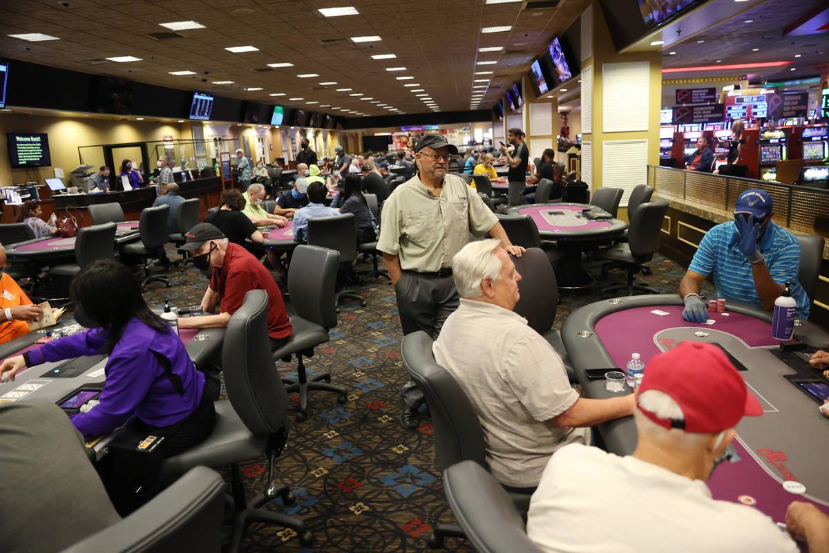 Las Vegas Poker Players Gradually Return To Tables