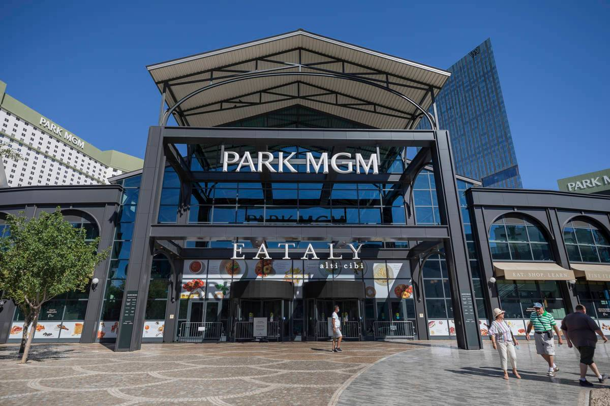 Park Mgm S Hotel Joins Other Las Vegas Resorts In Closing Midweek Cites Low Demand Casino Org Park Mgm S Hotel Joins Other Las Vegas Resorts In Closing Midweek Due To Low Demand