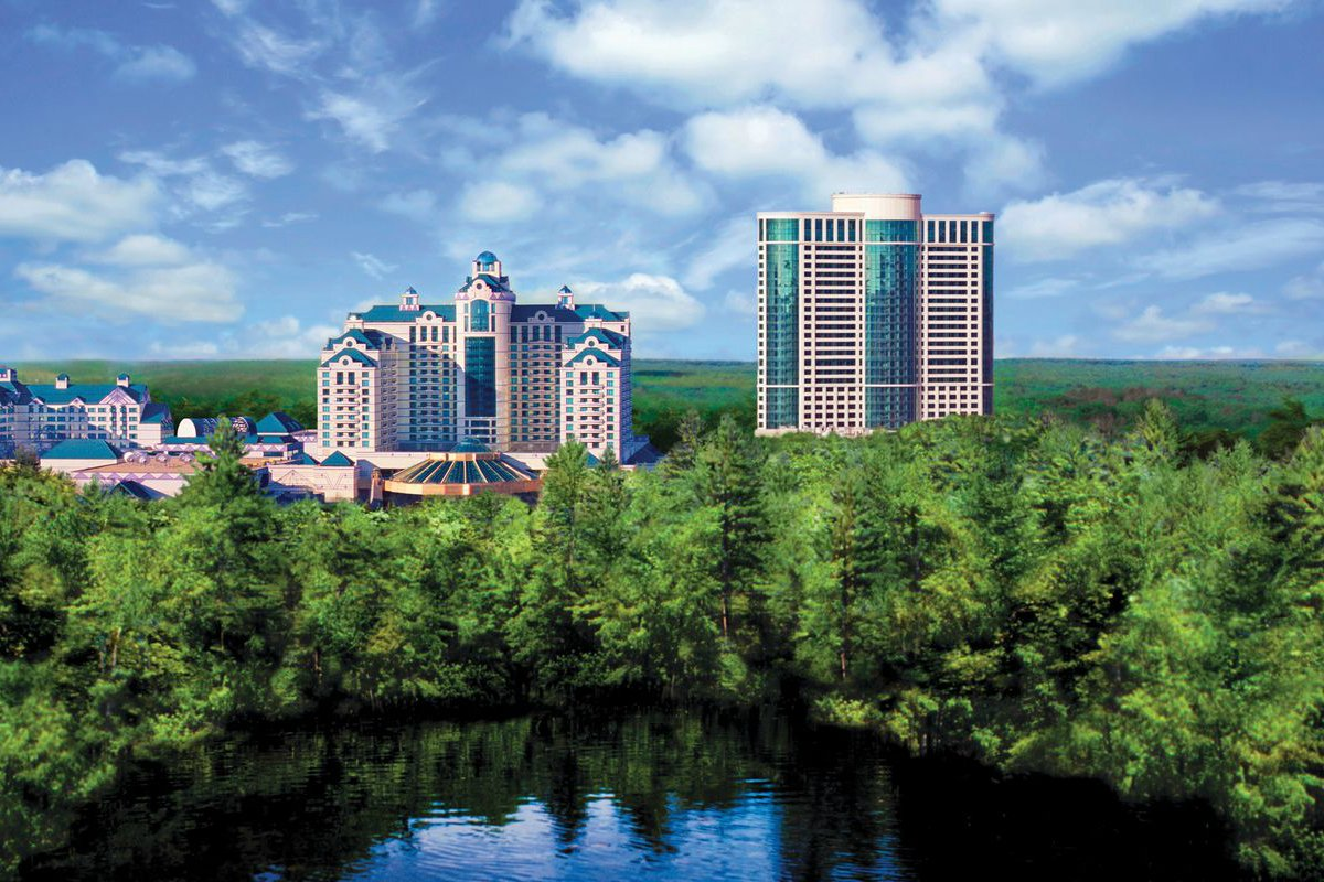 Foxwoods casino hotel close Mohegan Sun