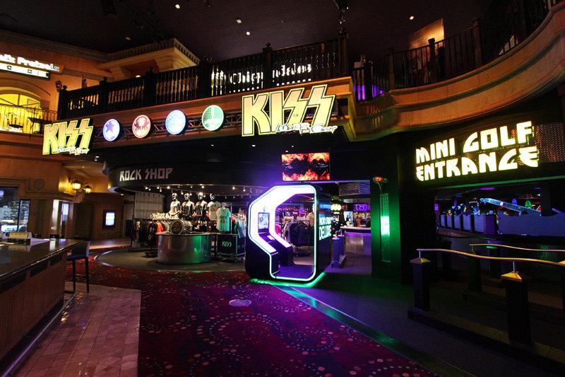 Mini Las Vegas >> Kiss Mini Golf Opens At Rio Las Vegas
