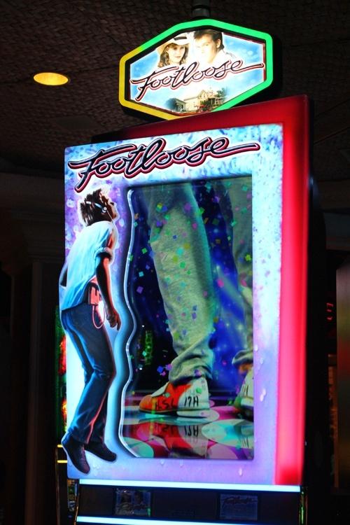 Footloose slot machine
