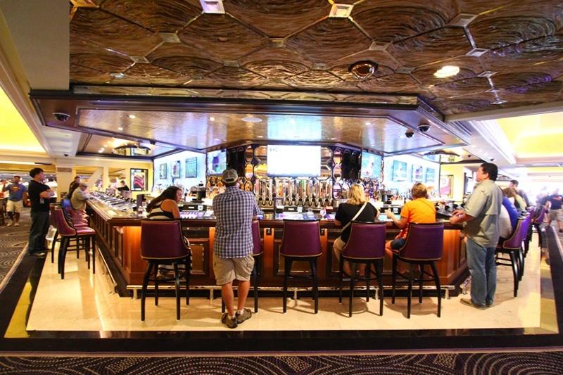 Harrah's Center Bar