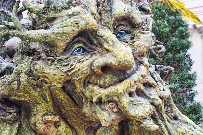 This charming tree troll was created by sculptor Kim Beaton.
