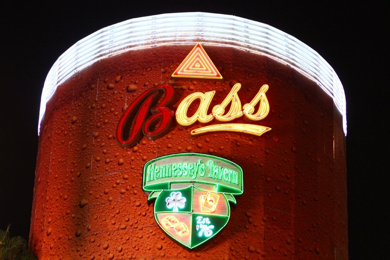 Hennessey's pint glass