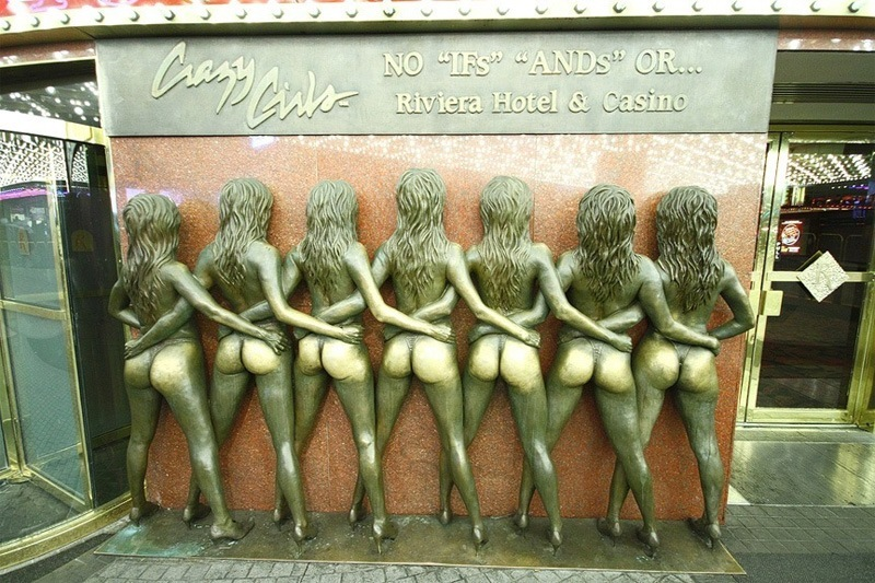 Crazy Girls statue