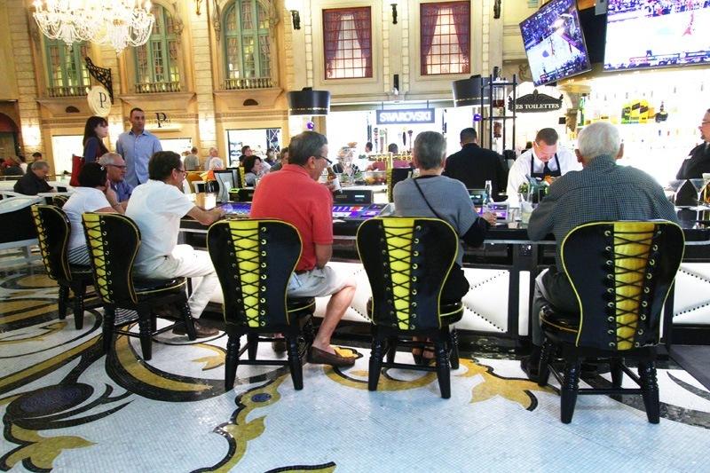 Paris Las Vegas Le Central bar