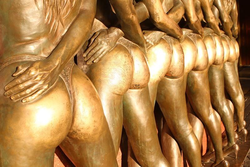 Riviera Las Vegas statue
