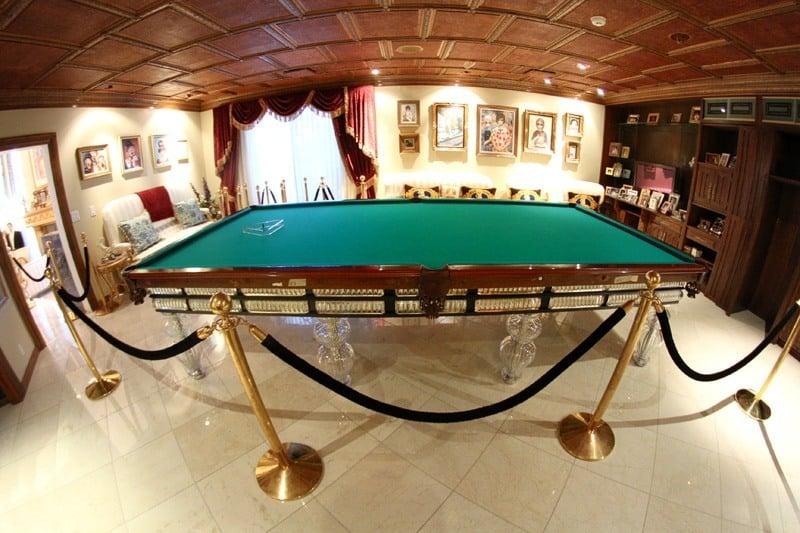 Wayne Newton billiard table