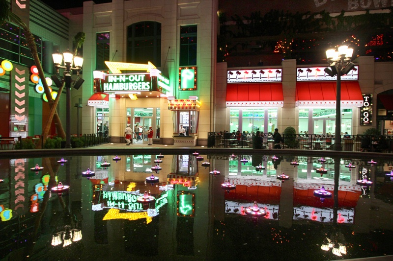 In-N-Out Linq promenade