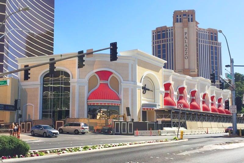Wynn las vegas reveals wynn plaza shopping complex for Wynn hotel decor