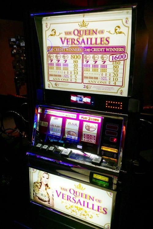 Versailles slot machine