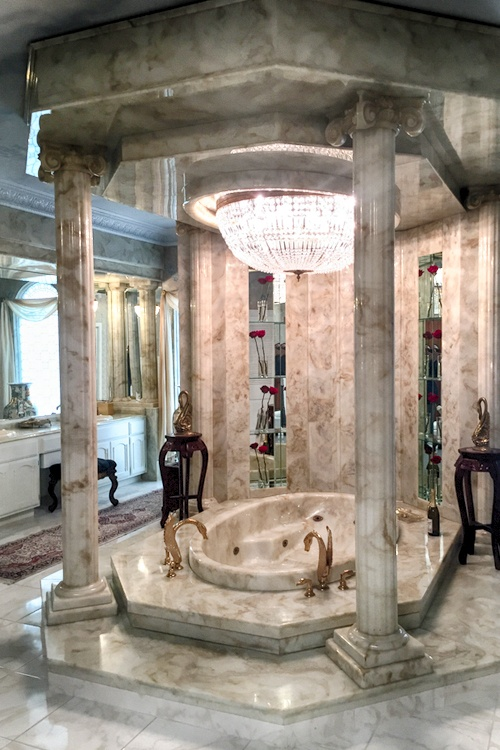 Liberace bathtub