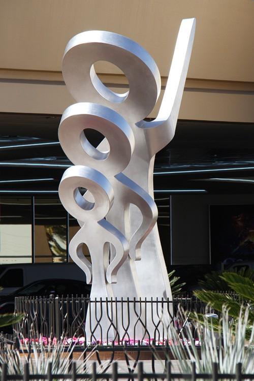 Strat Look statue