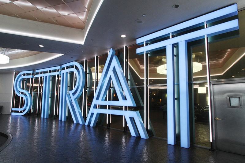 Strat casino sign