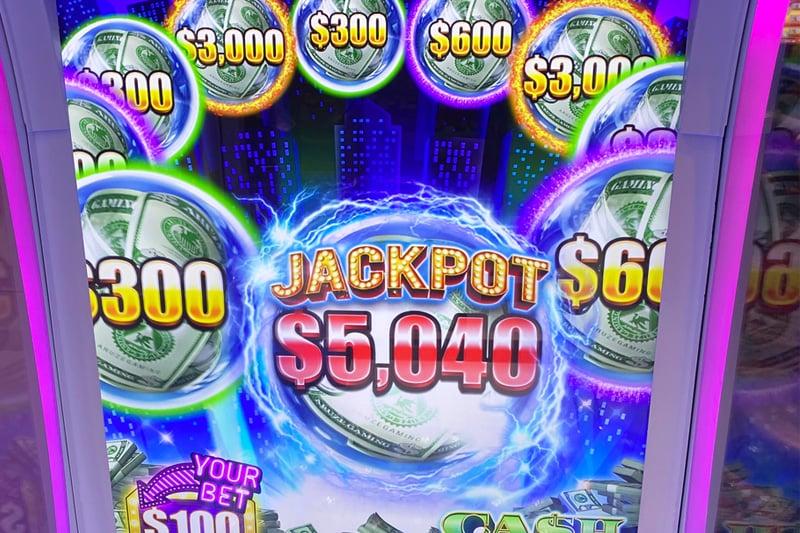 Go Go Claw slot machine