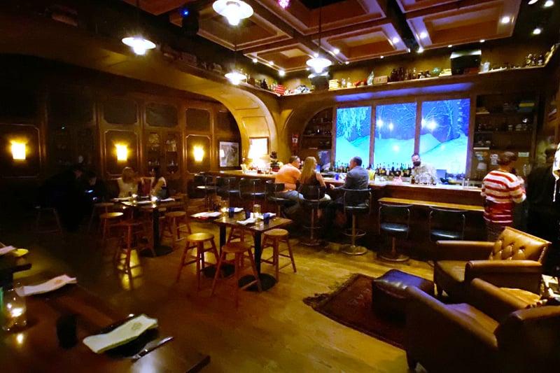 Ski Lodge lounge Cosmopolitan
